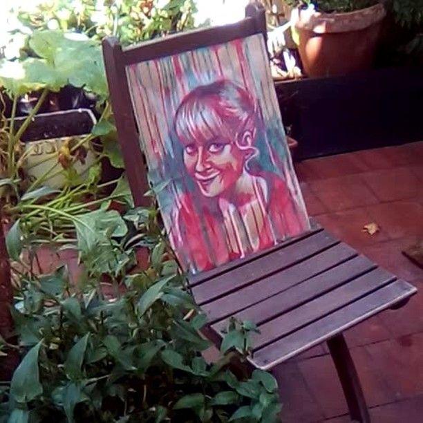 En ocasiones me levanto encantada de conocerme y me hago un autorretrato... Sometimes I wake up in a big ego mood, so I paint a self portrait!! #autorretrato #selfportrait #watercolour #acuarela #midtones #mediostonos #red #green #rojo #verde #color #complementario #complementarycolors #face #smile #artwork #painting #illustration #ilustración