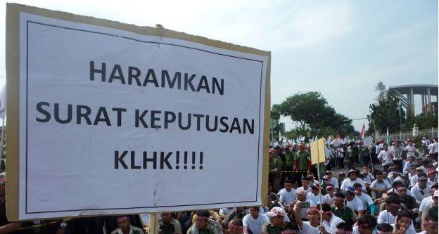 RiauJOS.com, Pekanbaru  - Ribuan buruh RAPP yang tergabung di Konfederasi Serikat Pekerja Seluruh Indonesia (KSPSI) Riau menggelar aksi u...