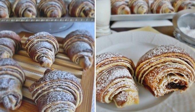 Extra jemné, lahodné croissanty s čokoládou | Těsto: 700 ghladká mouka 1 ksvejce 20 gčerstvé droždí 250 mlmléko 4 lžíceolej 180 gbílý jogurt 2 lžícekr. cukr 1/2 lžičkysůl 2 lžícekakao 1 kscitr. kůra Dále budeme potřebovat: 200 gmáslo čokoláda nebo nutella