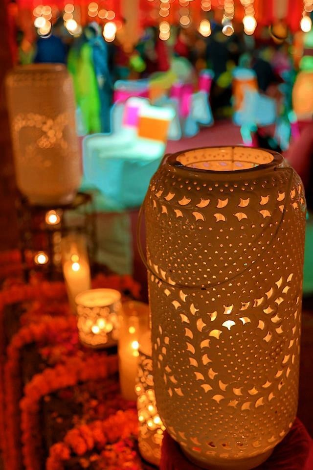Beautiful lighting idea! Don't you think?    ~ Image: Arjuns Tryst with the camera ~
