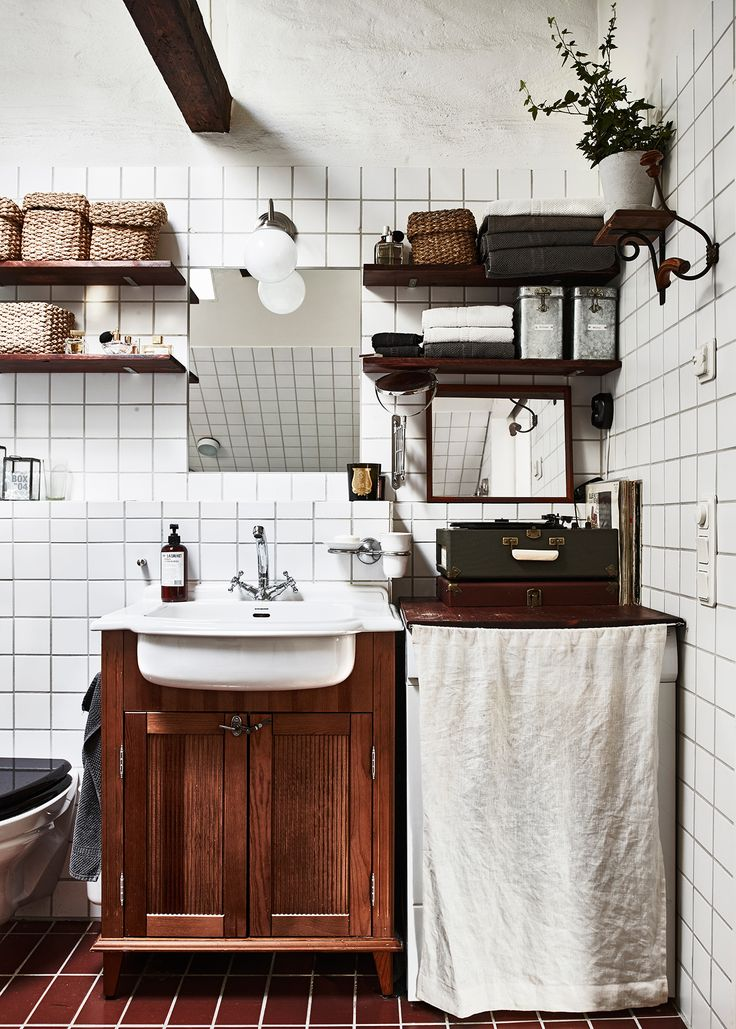 This home, belonging to Swedish photographersKalle Gustafssonand Sara Bille, is the definition of perfect imperfection. The duo transformed an old, century old building, in Stockholm, into the most idyllic citydwelling - it's a superb mix of vintage charm and modern Scandinavian design (the