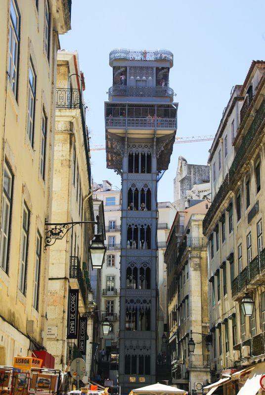 Lisbonne #2 : du musée Gubenkian aux rives du Tage - via Voyager en Photos 28.06.2015   quartiers du Rossio, Chiado et Bairro Alto #portugal #voyage Photo: elevador de Santa Justa