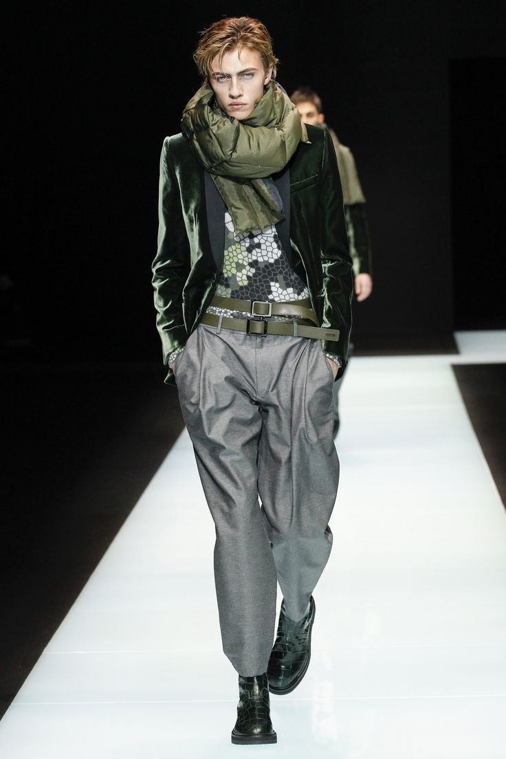 Not sure why, but I do enjoy this double belt action on Lucky Blue Smith in Emporio Armani's men's show.