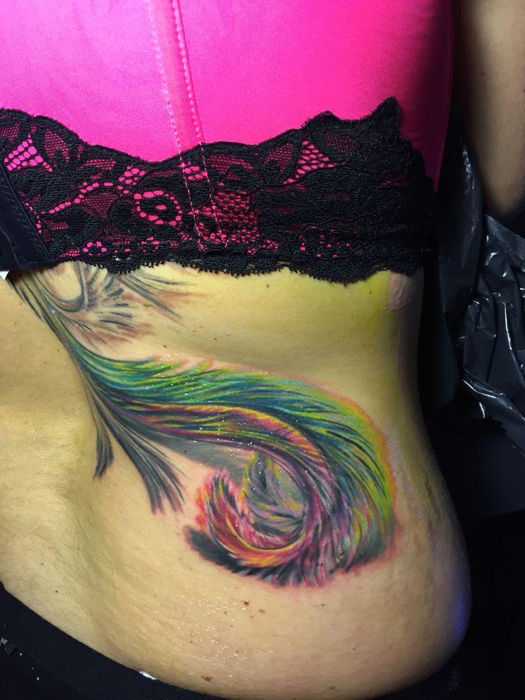 Szerinted lehet ez egy színes madár tetoválás also része?  www.tattoo1000.com