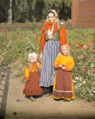 Mother and her children in the Gagnef municipality, Dalarna, Sweden 1910