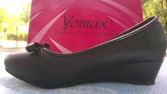 Fekete alkalmi cipő Orránál masni , belsejét virágmintás szövet béleli. Kitűnő állapotban van. Méret: 37 Ára : 3500ft + posta költség