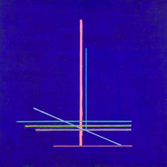 Stażewski Henryk. Bez tytułu. Abstrakcyjny obraz Henryka Stażewskiego. Na granatowym tle siedem cienkich linii w różnych kolorach. Linie poziome, pionowe i jedna skośna krzyżują się w dolnej części kompozycji.