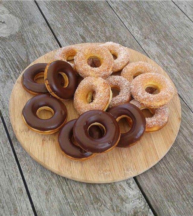 Donuts met chocolade en kaneelsuiker