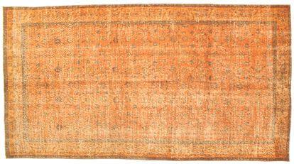 Colored Vintage tapijten worden vervaardigd uit Turkse tapijten van tenminste 20 tot 50 jaar oud. Ieder tapijt wordt zorgvuldig geselecteerd en ondergaat tevens een uniek proces van kleurneutralisatie, waarna het wordt overgeverfd in een spannende nieuwe kleur.
