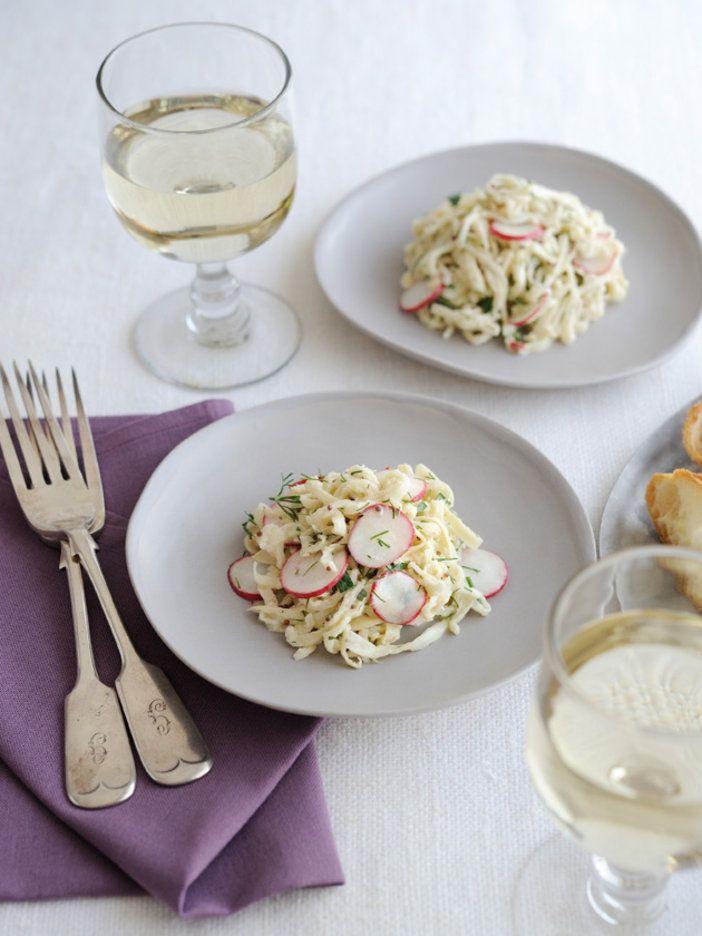 切り干し大根の歯ごたえが楽しい一品。ほどよい酸味で食欲がアップする、ヘルシーな前菜だ。|『ELLE a table』はおしゃれで簡単なレシピが満載!