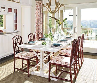 Hoặc cách phối của bàn ăn với ban công; các ghế ăn rèm ban công, màu cửa, màu tường; tổng thể đó sẽ có cảm giác luôn mới mẻ...