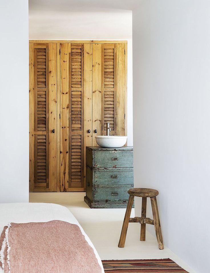 Dormitorio concebido como una suite con vestidor y baño. #vestidor #armario #lavabo Hipster Home, Inspiration Boards, Alicante, Elle Decor, Decoration, Accent Decor, Interior, House, Furniture