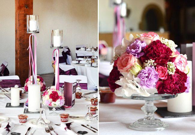 #Blumenkugeln mit #Nelken #Rosen und #Hortensien in #lila #beere #rosa und #aubergine #gefeiert im #Weingut #Kurz #Wagner - Auch #Metallständer sind mit von der #Partie =) #table #decoration #bouquet #wedding #inspiration