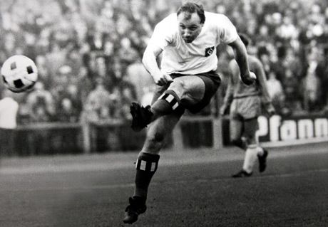 Uwe Seeler (Hamburger SV, 1953–1972, 476 apps, 404 goals) was pure energy, he shot and headed from all positions, as here.