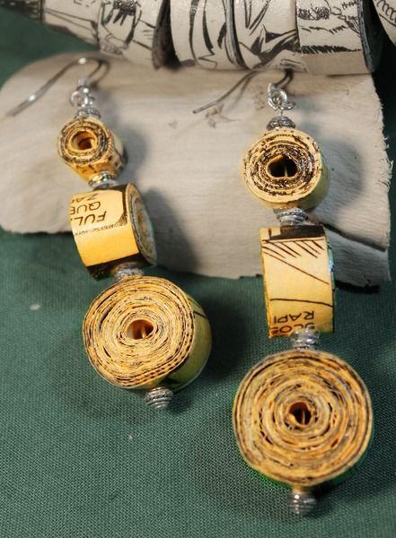 orecchini pendenti in carta (fumetti) di Handy made su DaWanda.com