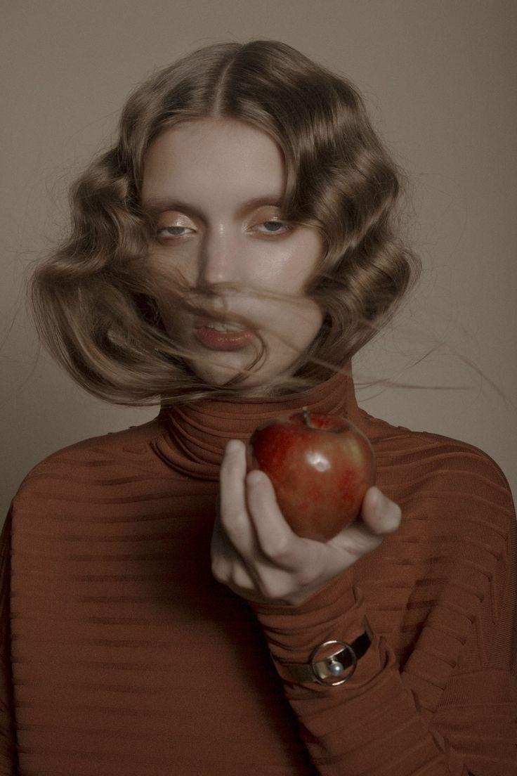 Hair & Makeup: Dennis Michael @ Angelique Hoorn Management Job: Bullet Magazine Photo: Carlijn Jacobs