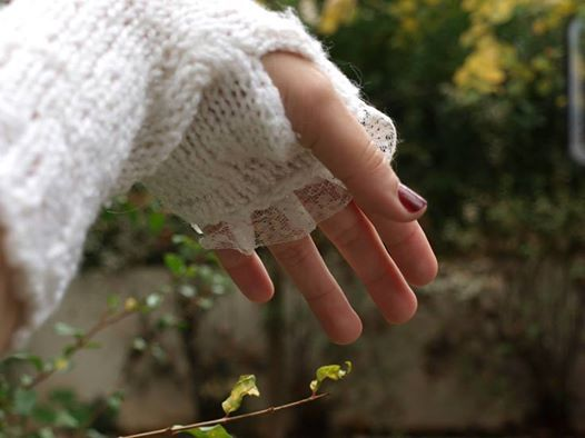 γάντια λευκά με δαντέλα (crochet white gloves)