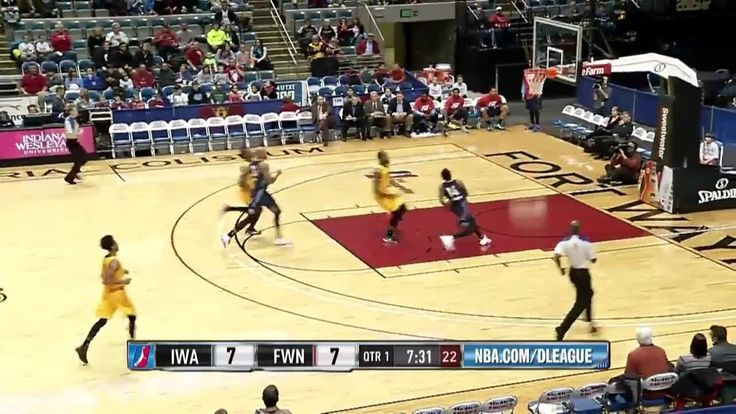 Russ Smith scores 17 points vs. Mad Ants