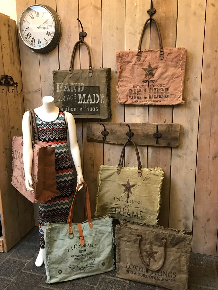 Grote canvas ShopperArmy super stoere,hippe ensportieve grote bag  De grote tas is gemaakt vaneen gerecycledcanvas een stoere stevigmateriaal. De tas is ideaal voor weekend of strandtas afm 52 x 42 cm