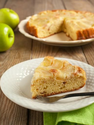 Gâteau aux pommes moelleux et ultra rapide : Recette de Gâteau aux pommes moelleux et ultra rapide - Marmiton