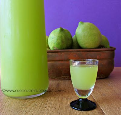 Homemade Limoncello Liquor recipe - english version listed at the bottom.