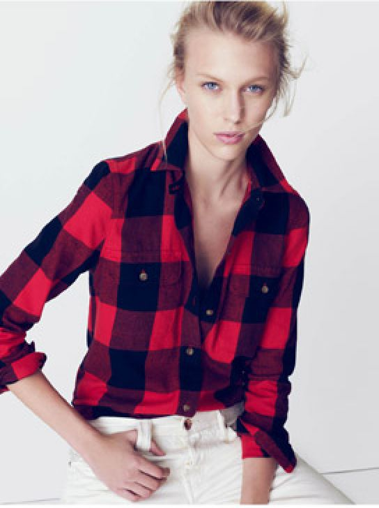 Buffalo plaid + winter white? I would have never put it together, but it's so chic I can't stand it!