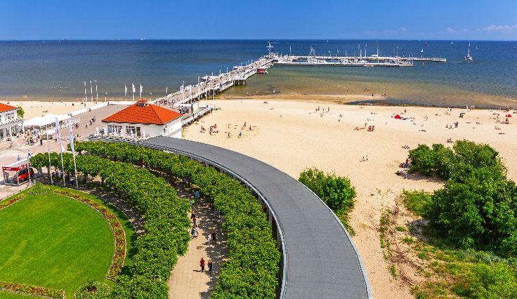 Najdłuższe drewniane molo (511,5 m) w Europie znajduje się w Sopocie (Polska).