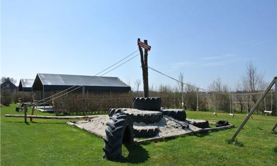 De Tractor Banden Klimtoren op FarmCamps Mariekerke