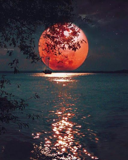 Red moon at night - sailors' delight