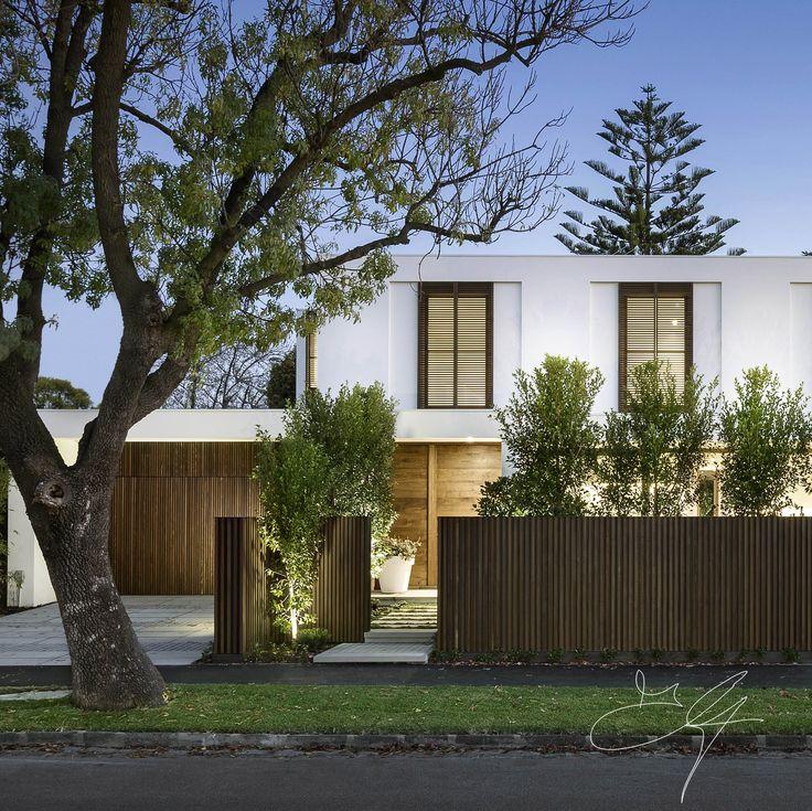 Contemporary garden by Eugene Gilligan Garden Design
