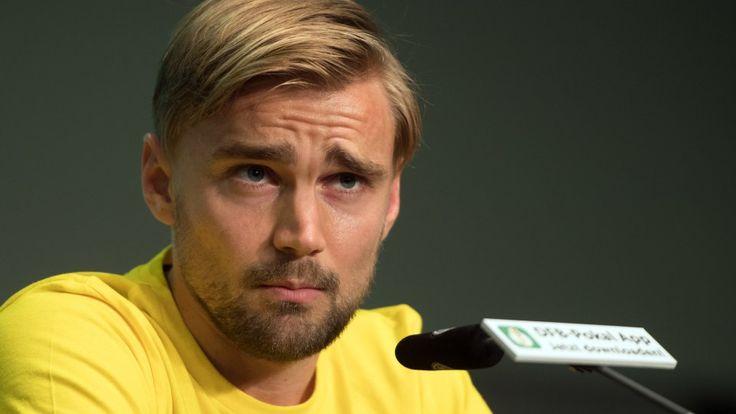 Borussia Dortmunds Kapitän Marcel Schmelzer sieht die Schuld für die BVB-Krise nicht bei Trainer Peter Bosz.