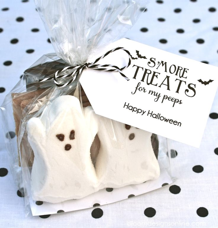 Halloween gift idea! All you need is s'mores, grahams, and peeps to ...