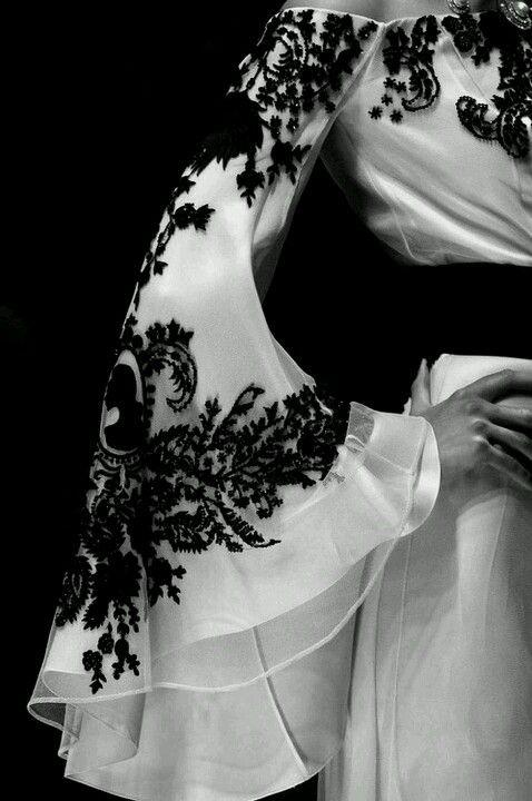 detail of black lace, McQueen jαɢlαdy