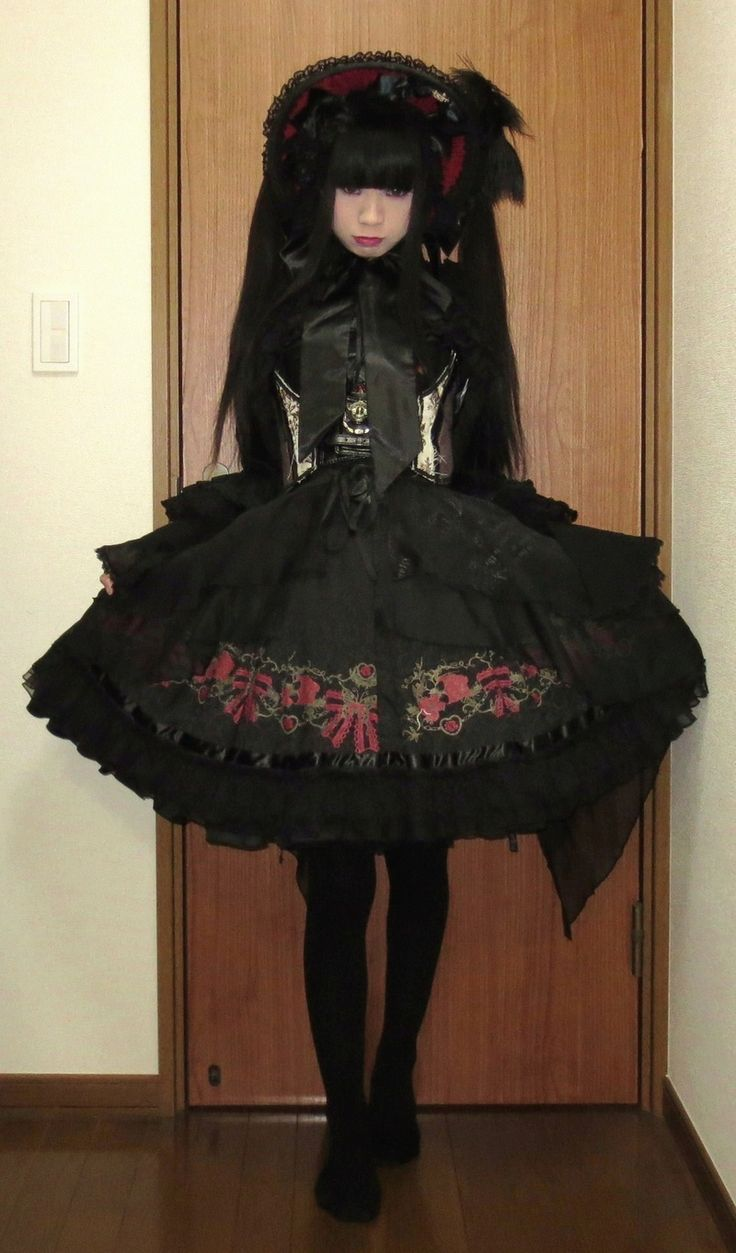 This is SUCH a gothic lolita outfit but yet I love it? I guess that dress is just so beautiful. Gothic lolita dresses seem to always catch my eye.