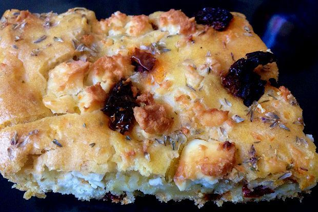 Τα κρητικά: τυρόπιτα τεμπέλικη με λιαστή ντομάτα   Κουζίνα   Bostanistas.gr : Ιστορίες για να τρεφόμαστε διαφορετικά