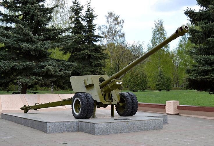 Korolyov, Moscow Oblast. The Memorial of Glory. A Soviet 100-mm field gun BS-3 installed as the monument to the home front toilers. Photo by Dmitry Ivanov. 2014. #warmemorial #worldwar2