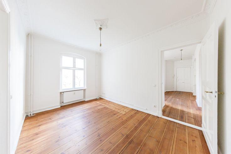 Der klassische Altbau in der Liegnitzer Straße verfügt über 1 bis 2 Zimmer Wohnungen mit Balkon.
