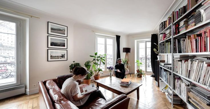 Dal verde al blu, passando per il bianco, il colore e i materiali personalizzano un appartamento parigino di 79 metri quadri, ristrutturato da Lina Lagerström del collettivo Septembre Architecture Foto Maris Mezulis