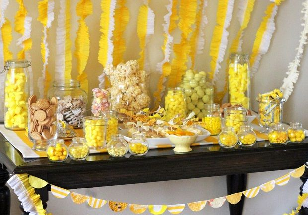 Love the yellow candy table!Parties Snacks, Birthday Parties, Summer Parties, Sunshine Parties, Parties Ideas, Parties Tables, Yellow Parties, Parties Desserts, Desserts Tables