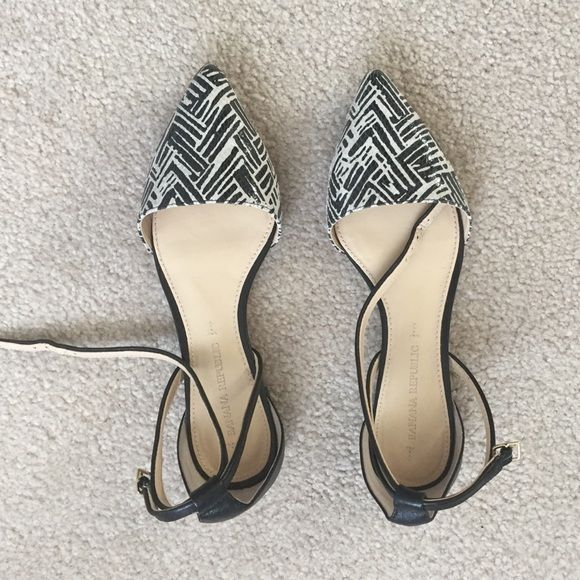 Size 6 Banana Republic pointy toe flats Ankle strap, leather upper, man made bottom, black and white patter on toe, lightly worn- once or twice Banana Republic Shoes Flats & Loafers
