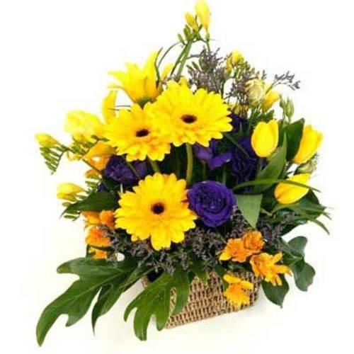 Complimentary Color Flower Arrangement send flowers to kolkata - http://www.floweraura.com/sendflowers/kolkata