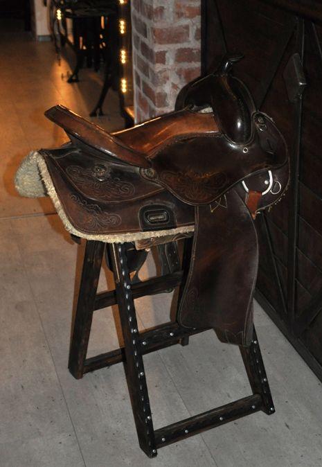 Siedzenie zrobione z westernowego siodła