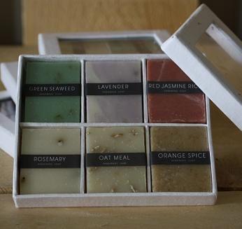 Zes verschillende, héérlijk geurende zeepjes in een mooi doosje: € 6,50
