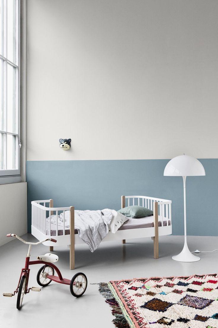 Für minimalistische Kinderzimmer: Oliver Furniture - Kinderbett Wood. Mehr Infos auf https://www.kleinefabriek.com/.
