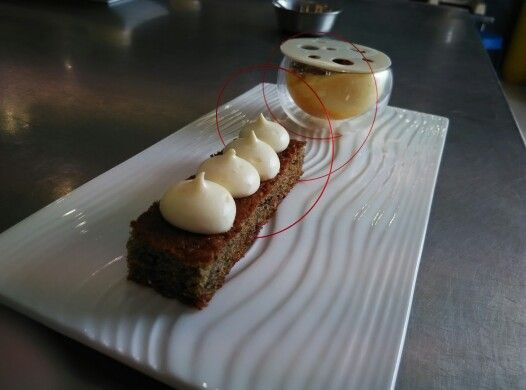 Mango espuma wth dates pudding
