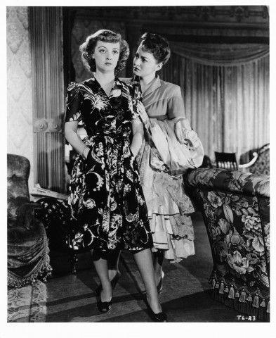 1942. Olivia ancora una volta con Bette Davis nel film In questa nostra vita, diretto da John Huston