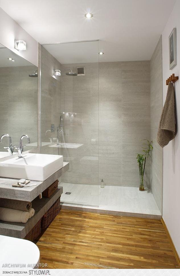 Grande douche à l'italienne dans une ambiance naturelle et épurée