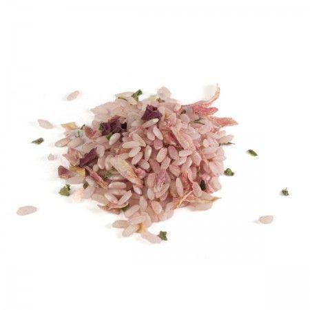 Pink Risotto | 200g Pink Risotto mit roter Bete - Ein Bestseller unserer Risottomischungen! Zutaten: Risottoreis (88%), Rote Bete Pulver (4,3%), Rote Beete geschnitten (3,5%), Zwiebeln, Petersilie, Coriander, Knoblauch. Risottomischung in Olivenöl anschwitzen, mit 500-600 ml Gemüsebrühe unter ständigem Rühren 20-30 min leicht köcheln lassen. Gekochte Rote Bete Würfel unterheben, mit Parmesan verfeinern und mit Pfeffer und Salz abschmecken. Rohprodukt vegan, laktose- & glutenfrei.