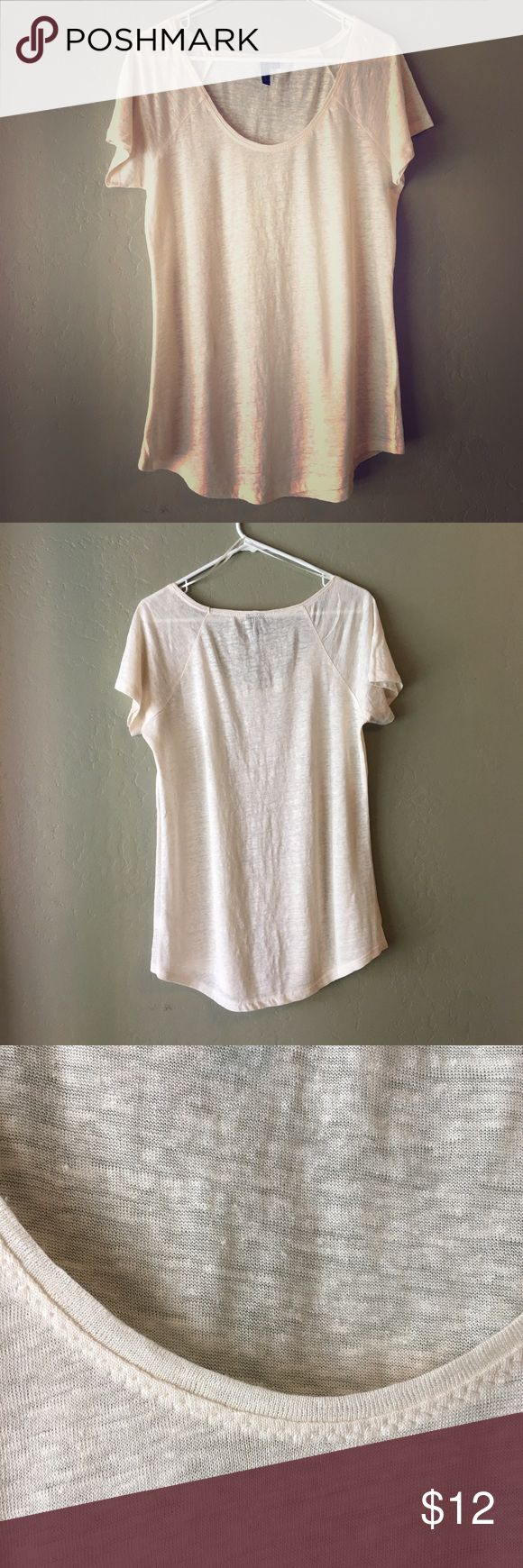 NWOT Cynthia Rowley Linen Short Sleeve Tee Shirt New without tags's Cynthia Rowley short sleeve 100% linen T-shirt in women's size Large. Cute zigzag stitching around neck line and hems, marled look in a neutral cream color. I popped the tags off thinking I was going to wear it, but the color just does not go well with my skin tone. Lightweight, airy, and a great shirt for summer! Cynthia Rowley Tops Tees - Short Sleeve