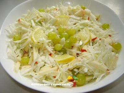 Салат с капустой, яблоком и виноградом рецепт, фото, как приготовить? Готовим вкусно, быстро и просто.